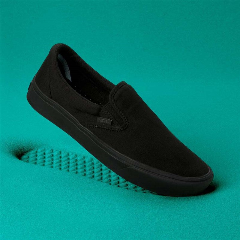 boty VANS - Comfycush Slip-On (Classic) Black/Black (VND)